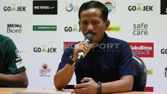 Indosport - Pelatih Persebaya Surabaya, Djajang Nurdjaman saat sesi konferensi pers usai pekan ke-34 Liga 1 2018.
