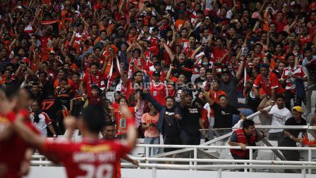 Sorak sorai Jakmania setelah Marko Simic mencetak gol pertama di laga Persija Jakarta vs Mitra Kukar.