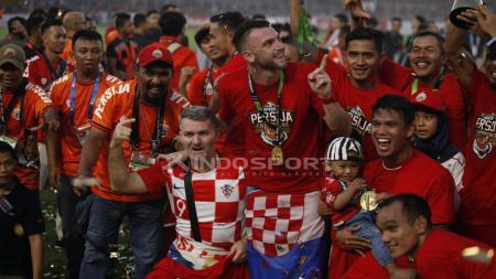 Pemain Persija Jakarta, Marko Simic merayakan gelar Liga 1 2018. - INDOSPORT