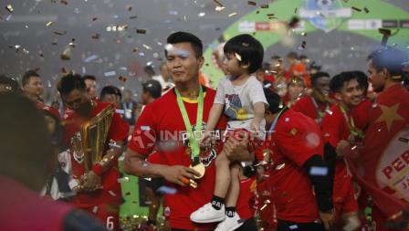 Suporter Persija Jakarta saat merayakan kemenangan.