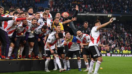 River Plate berhak menaiki podium sebagai juara