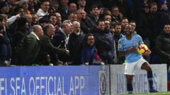 Indosport - Raheem Sterling dilecehkan secara rasis oleh penggemar Chelsea di laga Premier League