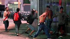 Indosport - Fans River Plate bentrok dengan Polisi Argentina