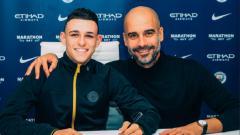 Indosport - Phil Foden resmi menandatangani kontrak baru selama lima tahun bersama Manchester City