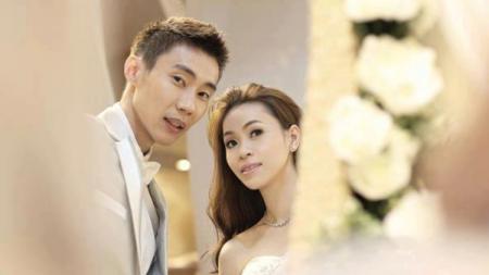 Lee Chong Wei bersama sang istri yang juga eks atlet bulutangkis Malaysia, Wong Mew Choo. - INDOSPORT