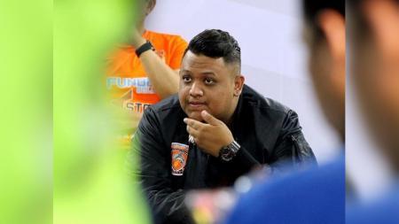 Presiden Borneo FC, Nabil Husein, memberikan keterangan pers menjelang laga Liga 1. - INDOSPORT