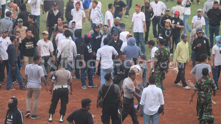 Laga PSIM Yogyakarta vs PS Tira diwarnai kericuhan Copyright: INDOSPORT/Ronald Seger Prabowo