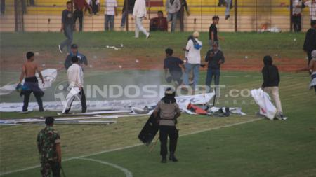 Laga PSIM Yogyakarta vs PS TIRA di Stadion Sultan Agung diwarnai kericuhan. - INDOSPORT