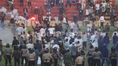 Indosport - Laga PSIM Yogyakarta vs PS Tira diwarnai kericuhan