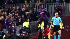 Indosport - Selebrasi Ousmane Dembele saat berhasil mencetak gol ke gawang Tottenham.
