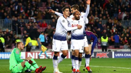 Selebrasi Lucas Moura usai cetak gol ke gawang Barcelona. - INDOSPORT