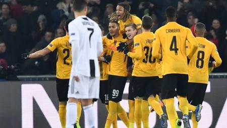 Para pemain Young Boys berselebrasi setelah mencetak gol ke gawang Juventus. - INDOSPORT