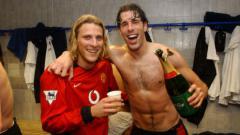 Indosport - Diego Forlan dan Ruud Van Nistelrooy.