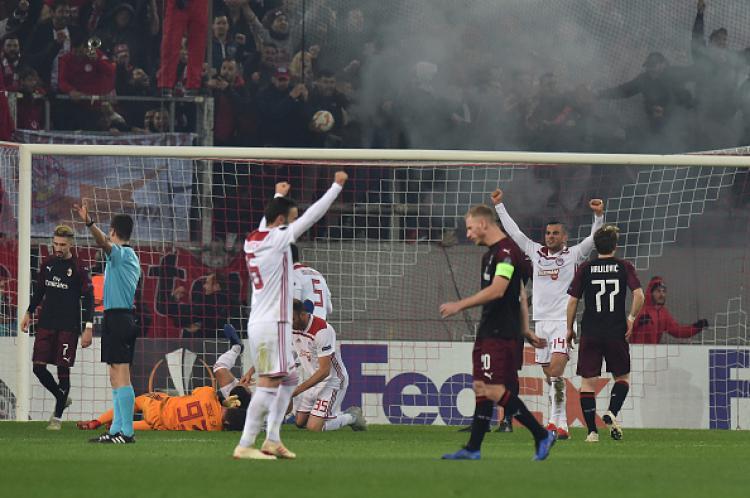 Suasana pertandingan Olympiakos vs AC Milan di Liga Europa. Copyright: INDOSPORT