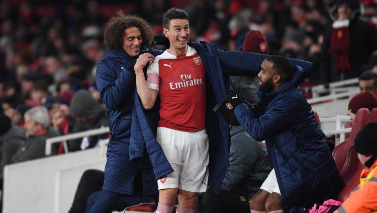Laurent Koscielny nampak bahagia saat laga Arsenal vs Qarabag, Kamis (13/12/18). Copyright: Arsenal