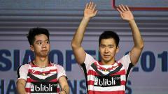 Indosport - Marcus Fernaldi Gideon yang berpasangan dengan Kevin Sanjaya Sukamuljo rayakan kemenangan dengan membanting raket.