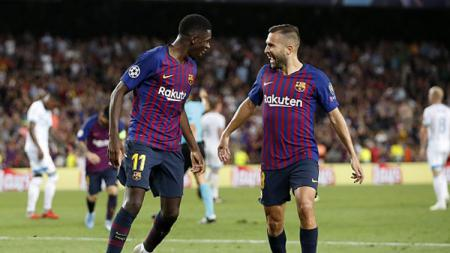 Dua pemain bintang Barcelona, Ousmane Dembele (kiri) dan Jordi Alba. - INDOSPORT