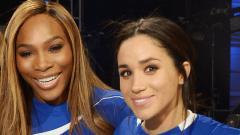Indosport - Serena Williams dan Meghan Markle saat pertama bertemu.