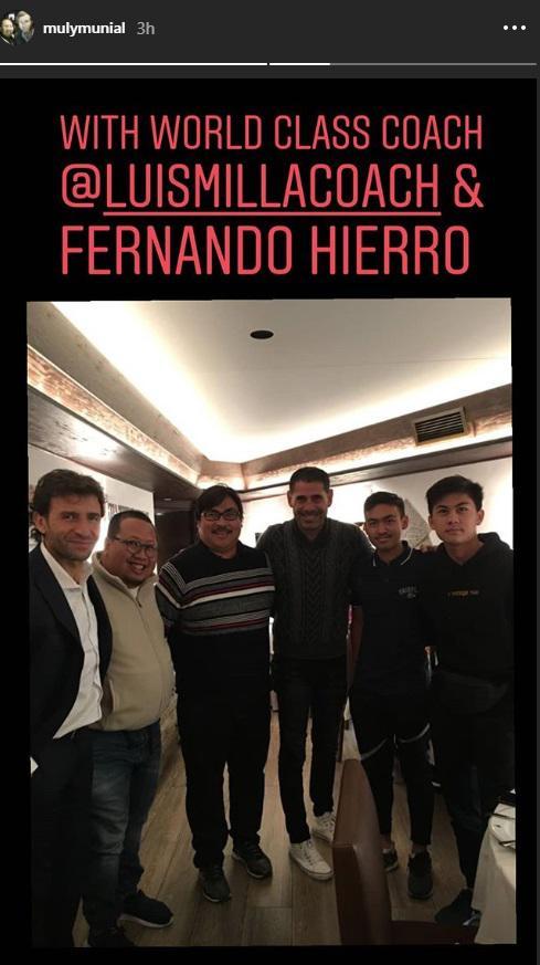 Muly Munial bersama Luis Milla dan Hierro. Copyright: Instagram