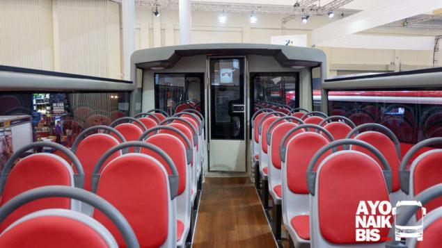 Tampak Dalam Lanta Atas Atap Terbuka Scania K310 UB Copyright: http://ayonaikbis.com