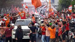 Indosport - Bung Ferry Ketum Jakmania ikut dalam Konvoi Persija
