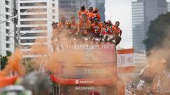 Indosport - para Jakmania lakukan konvoi Juara Liga 1 2018