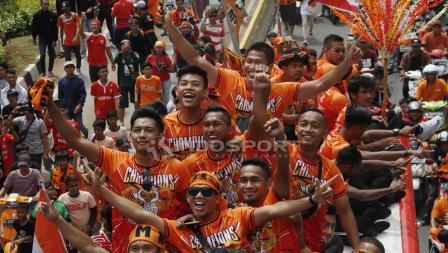 Aksi Jakmania konvoi setelah Persija Jakarta menjuarai Liga 1 2018.