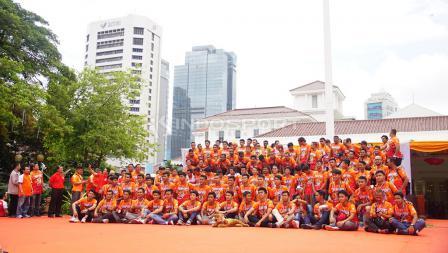 Aksi Pemain Persija Jakarta dan Jakmania konvoi setelah menjuarai Liga 1 2018.
