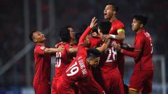 Indosport - Selebrasi Pemain Vietnam, Nguyen Anh Duc saat merayakan golnya bersama teman setimnya.