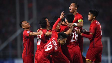 Selebrasi Pemain Vietnam, Nguyen Anh Duc saat merayakan golnya bersama teman setimnya. - INDOSPORT