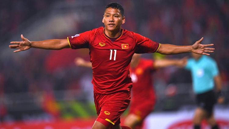 Selebrasi Pemain Vietnam, Nguyen Anh Duc saat mencetak gol ke gawang Malaysia. Copyright: Getty Images
