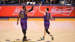 Indosport - 2 Bintang LA Lakers, LeBron James dan Lonzo Ball.