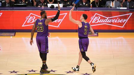 2 Bintang LA Lakers, LeBron James dan Lonzo Ball. - INDOSPORT