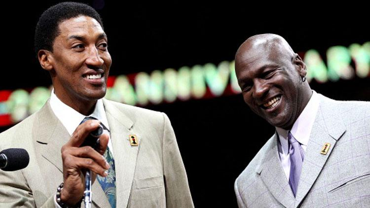 2 legenda Chicago Bulls, Scottie Pippen (kiri) dan Michael Jordan. Copyright: INDOSPORT