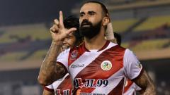 Indosport - Guilherme de Paula melakukan selebrasi usai mencetak gol untuk Kuala Lumpur FA di kompetisi sepak bola Liga Super Malaysia