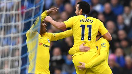Selebrasi Pedro setelah mencetak gol pertama Chelsea ke gawang Brighton Hove Albion. - INDOSPORT