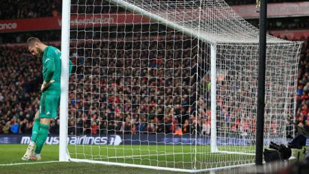 David De Gea tampak pasrah pasca kebobolan di laga Liverpool. - INDOSPORT
