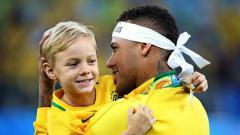 Indosport - Neymar bersama sang putra, Davi Lucca