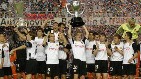 Valencia juara La Liga Spanyol (2003/04) - INDOSPORT