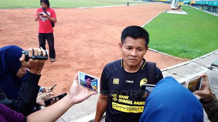 Pelatih Kepala Sriwijaya FC, Hartono Ruslan - INDOSPORT