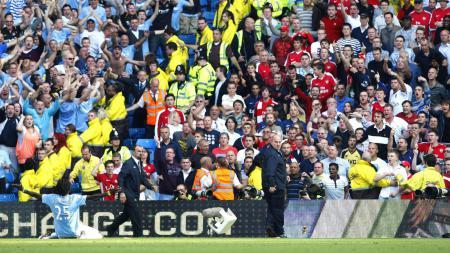 Mengenang selebrasi ikonik nan gila Emmanuel Adebayor saat mencetak gol ke gawang mantan timnya, Arsenal untuk Manchester City. - INDOSPORT