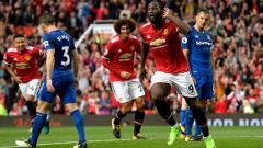 Indosport - Romelu Lukaku melakukan selebrasi pasca cetak gol ke gawang Everton.