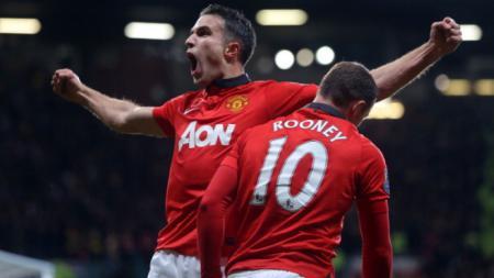 Robin van Persie melakukan selebrasi pasca cetak gol ke gawang Arsenal - INDOSPORT