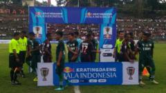 Indosport - Pelauw Putra vs Persipura Jayapura di babak 64 besar Piala Indonesia.