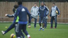 Indosport - Baltemar Brito saat menjadi asisten pelatih Mourinho di Chelsea.