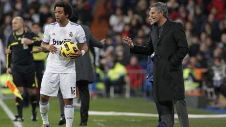 Jose Mourinho dan Marcelo saat bekerja sama di Real Madrid. - INDOSPORT
