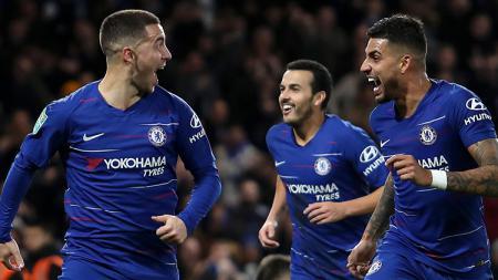 Emerson Palmieri (kanan) mengaku sedih saat mantan rekannya di Chelsea, Eden Hazard, mengucapkan salam perpisahan di grup Whatsapp sesaat setelah hijrah ke Real Madrid - INDOSPORT