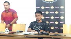 Indosport - Bek tengah klub Liga 1, Persija Jakarta, Maman Abdurrahman di preskon APPI.