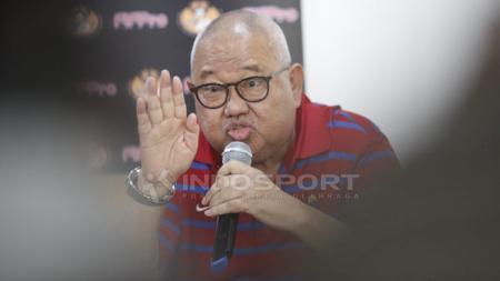 Mantan Ketua Badan Liga Indonesia (BLI), Andi Darussalam Tabusala (ADT) kritik Gusti Randa. - INDOSPORT