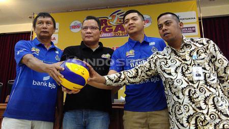 oto bersama, perwakilan dari Bandung Bank bjb Pakuan seusai konferensi pers  seri ketiga putaran pertama Proliga 2019 - INDOSPORT